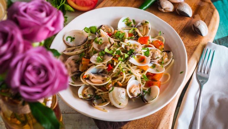 Cách nấu Spaghetti Alle Vongole | Mì Ý nấu Nghêu sốt Rượu Vang